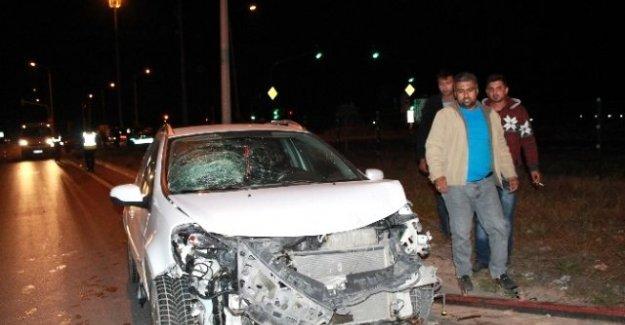 2 Otomobil Çarpıştı 6 Kişi Yaralandı