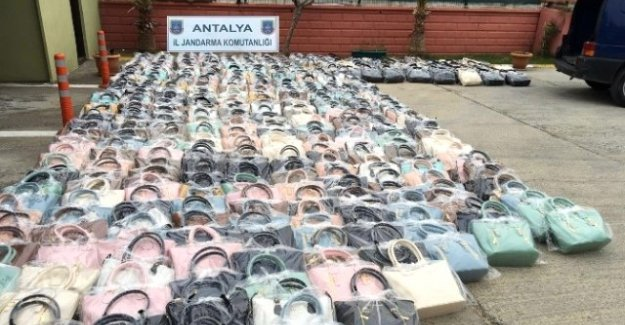 75 Bin TL'lik Kaçak Kadın Çantası Ele Geçirildi