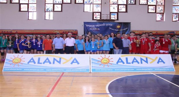 Hentbolda Şampiyon İzmir Oldu
