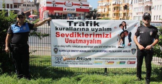 Polisten Sürücülere İki Dilde Uyarı Afişi