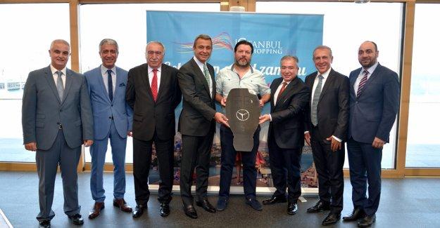 İstanbul Shopping Fest talihlisi Mercedes-Benz Vito'yu teslim aldı