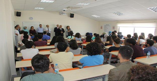 Tıp Fakültesi Öğrencilerine ilk Ders Rektörden