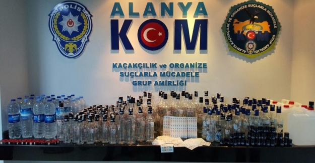 Alanya'da Yılbaşı öncesi 42 litre sahte içki ele geçirildi