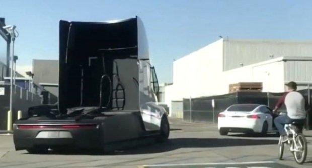 Tesla Semi İlk Kez Trafikte Görüntülendi