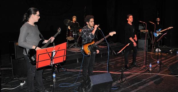 Hasan Çolak Lisesi Mehmetçik için konser düzenledi