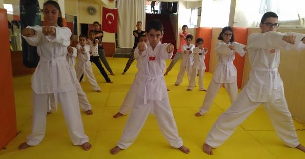 Taekwondo ordusu dur durak bilmiyor