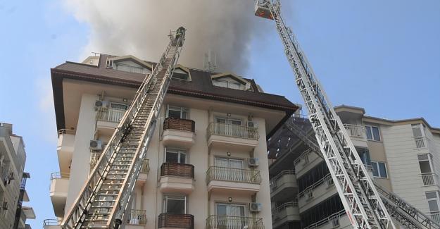 Alanya'da bir otelin çatı katında yangın çıktı