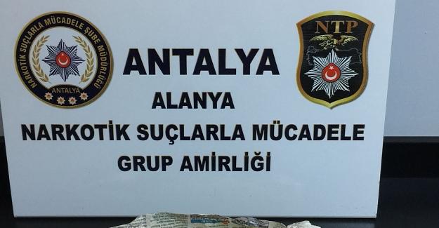 Alanya'da Esrar Satıcısı Yakalandı