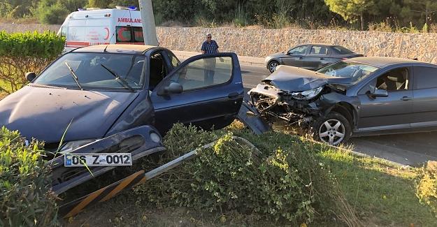 Alanya'da Otomobiller Çarpıştı
