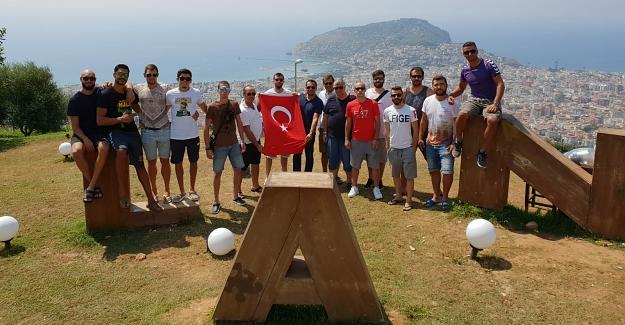 30 Ağustos'u Voleybolcularla Kutladı
