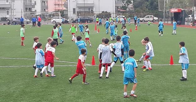 Alanya Belediyespor'un Kış Futbol Okulu'na kışın da ilgi büyük