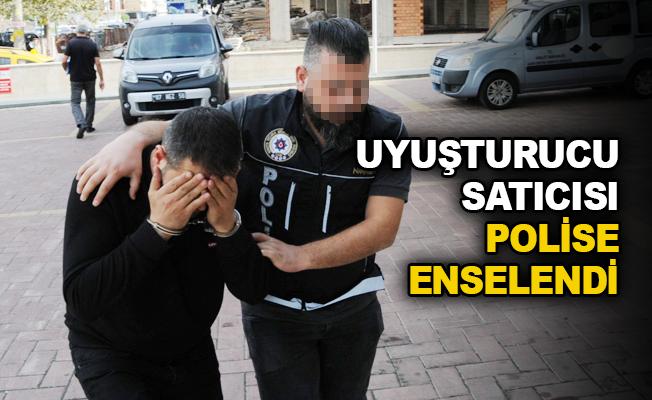 Uyuşturucu satıcısı polise enselendi