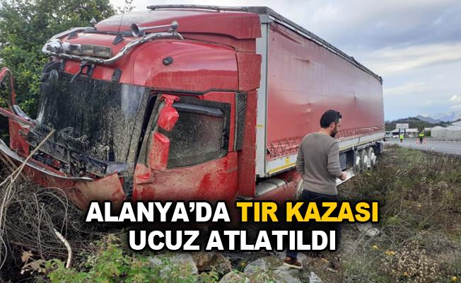 Alanya'da tır kazası ucuz atlatıldı