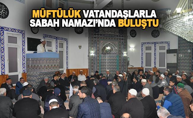 Ali İmam Camiinde sabah namazında bir araya geldiler