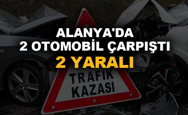 Alanya'da 2 otomobil çarpıştı: 2 yaralı