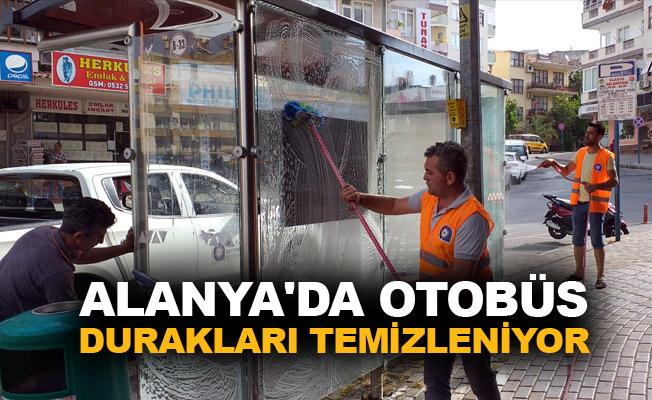 Alanya'da otobüs durakları temizleniyor