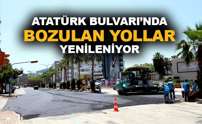 Atatürk Bulvarı'nda bozulan yollar yenileniyor