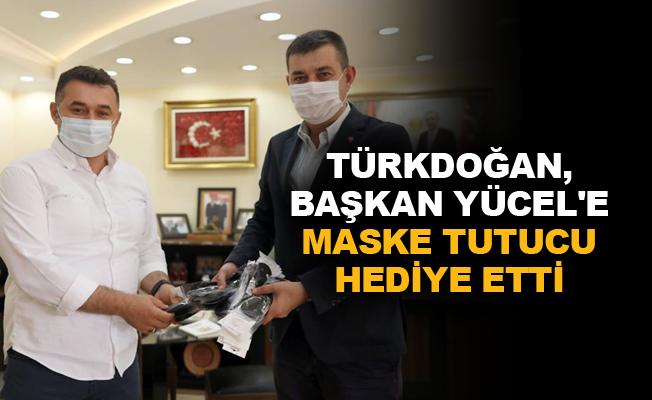 Türkdoğan, Başkan Yücel'e maske tutucu hediye etti