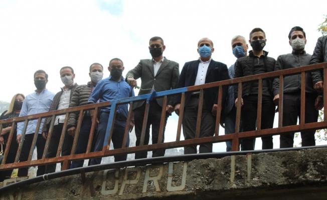Alanya'da MHP'liler Bozkurt Köprüsü'nü boyadı
