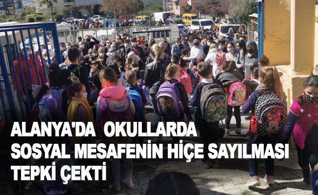 Alanya'da okullarda sosyal mesafenin hiçe sayılması tepki çekti