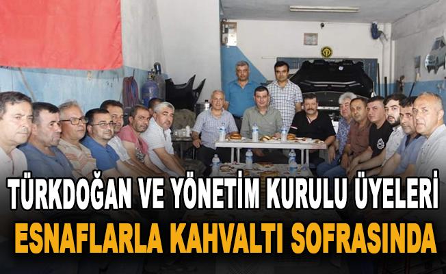 Türkdoğan ve Yönetim Kurulu Üyeleri esnaflarla kahvaltı sofrasında