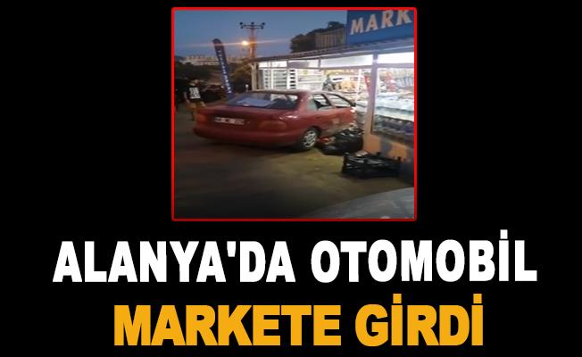 Alanya'da Otomobil Markete Girdi