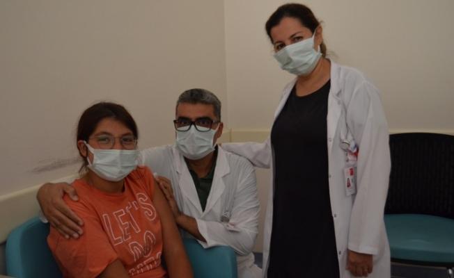 Alanya'da gençlere aşı çağrısı