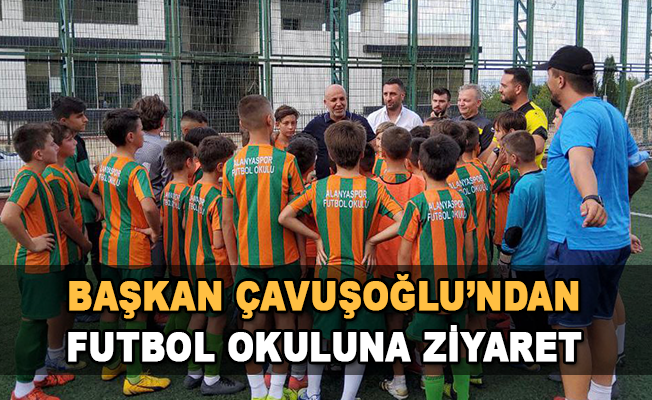 Başkan Çavuşoğlu'ndan futbol okuluna ziyaret