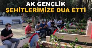 AK Gençlik şehitlerimize dua etti