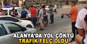 Alanya#039;da Yol Çöktü, Trafik...