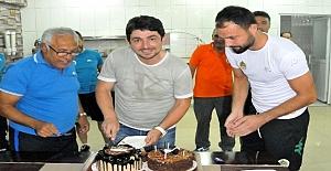 Alanyasporda Sportif Direktör Taner Savuta doğum günü sürprizi