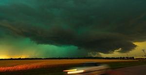 Gökyüzündeki Yeşil Bulutlar Fırtına Habercisi Olabilir