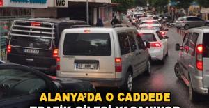 Alanya'da o caddede trafik çilesi yaşanıyor