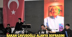 Bakan Çavuşoğlu Alanya sofrasını görüntülü cep telefonuyla kutladı