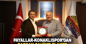Payallar Konaklıspor'dan Başkan Şahin'e Plaket
