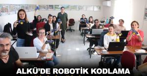 ALKÜ'de robotik kodlama eğitici eğitim kursu