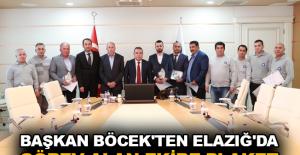 Başkan Böcek'ten Elazığ'da görev alan ekibe plaket