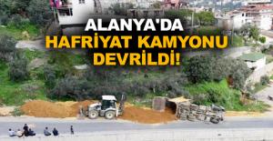 Alanya'da hafriyat kamyonu devrildi!