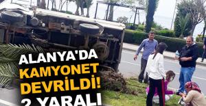 Alanya'da kamyonet devrildi! 2 yaralı