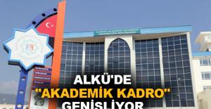 """ALKÜ'de """"Akademik Kadro"""" genişliyor"""