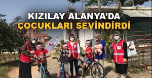 Türk Kızılayı Alanya Şubesi Kadın Kolları Çocukları Sevindirdi