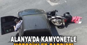 Alanya'da kamyonetle motosiklet çarpıştı