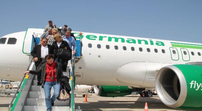 Alman Ve Danimarkalı Yolcuları Taşıyan Uçaklar İlk Kez İndi