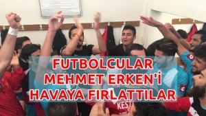 Futbolcular Mehmet Erken'i Soyunma Odasında Yakaladı